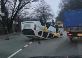 На Большой окружной перевернулось «Яндекс.Такси»: движение затруднено