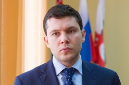 Алиханов об отваливающейся штукатурке на Ленинском: Подрядчики будут устранять это за свой счёт