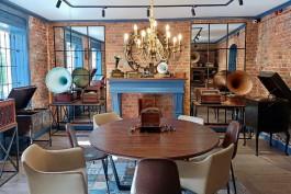 «От Шаляпина до Пресли»: в Железнодорожном открылся музей-кафе «Патефон»
