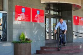 «Назло водителям»: как Ярошук ехал на работу на велосипеде
