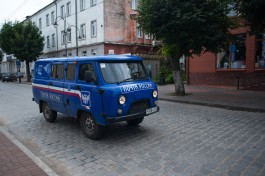 В Калининграде суд запретил «Почте России» грузить отправления через люковое окно во дворе дома