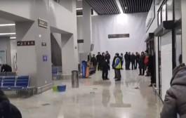 Новый зал аэропорта «Храброво» затопило из-за прорыва трубы
