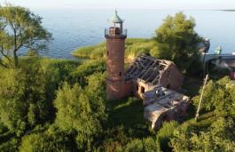 «История с бонусами»: старинный маяк на берегу Куршского залива хотят восстановить за счёт пожертвований