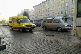 На проспекте Мира в Калининграде маршрутка врезалась в пассажирский автобус