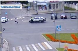 В Калининграде камеры «Безопасного города» засняли побег автоугонщика от полицейского