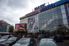 Ярошук поручил разобраться с «рекламой из 90-х» на торговом центре «Маяк»