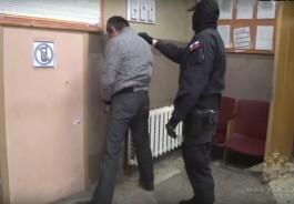 Калининградские полицейские взяли штурмом наркопритон и задержали его организатора