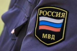 УМВД: В Черняховске мужчина украл из квартиры 100 тысяч рублей и 10 бутылок коньяка