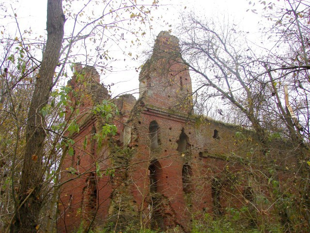Наруинах замка Бальга хотят разбить мемориальный парк