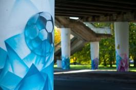 «Абстракция для всех»: как рисуют граффити на опорах эстакадного моста в Калининграде