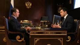 Медведев попросил Алиханова советоваться с людьми по поводу ремонта дворов