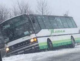 В Гурьевском округе съехал в кювет пассажирский автобус