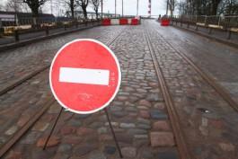 Власти уберут часть брусчатки с подъездов к мосту на улице Суворова