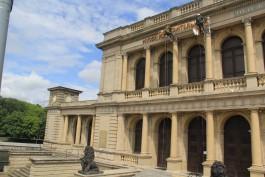 На здании бывшей кёнигсбергской биржи монтируют вывеску Музея изобразительных искусств