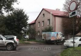 На Тенистой аллее в Калининграде грузовик врезался в жилой дом