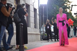 «Красная дорожка и шутки от Алиханова»: как открывали седьмой фестиваль «Короче» в Калининграде