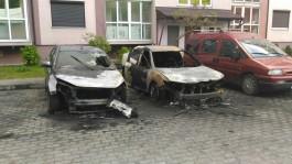 На улице Гагарина в Калининграде ночью сгорели два автомобиля