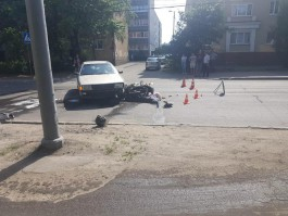 На улице Дзержинского в Калининграде 62-летний скутерист врезался в Audi