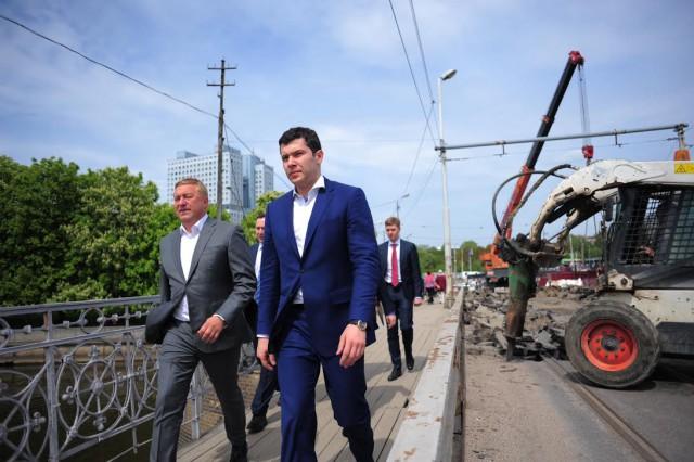 Алиханов поручил ускорить темпы ремонта высочайшего моста вКалининграде