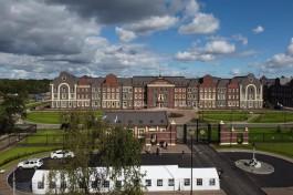 «Парадный вход и фальшфасады»: как выглядит Нахимовское училище в Калининграде в день открытия