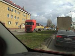 Очевидцы: На проспекте Калинина в Калининграде фура насмерть сбила пешехода
