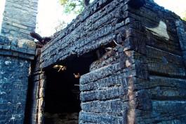 В СНТ «Колосок» в Калининграде сгорели двухэтажная баня и фасад дома