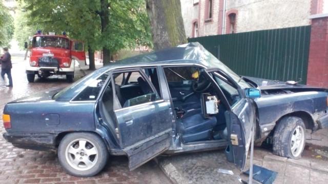 ВЧерняховске шофёр без прав врезался вдерево