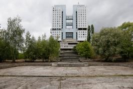 «Зона отчуждения»: у Дома Советов расчистили территорию и установили «прозрачный» забор