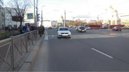 На Ленинском проспекте в Калининграде рейсовый автобус сбил подростка на переходе