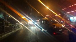 На проспекте Победы столкнулись автобус и легковушка: пострадали пенсионер и кондуктор