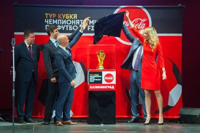 ВКалининград привезли Кубок чемпионата мира пофутболу FIFA
