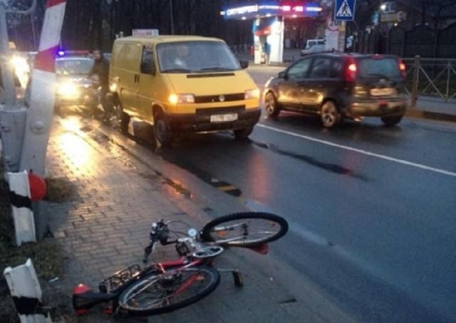 Наулице Суворова напешеходном переходе сбили 59-летнего велосипедиста