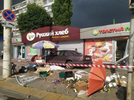 «На высокой скорости»: смертельное ДТП на улице Фрунзе попало на камеру Калининград.Ru