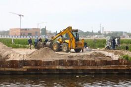На набережной Карбышева в Калининграде начали проводить работы по берегоукреплению