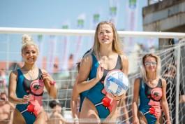 «Купальники и мяч»: в Зеленоградске провели матч по женскому футболу на песке
