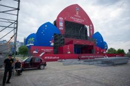 Фан-зону рядом с Домом Советов в Калининграде украсили символикой ЧМ-2018