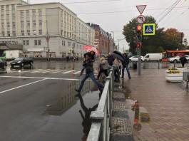 Гигантские лужи в центре Калининграда