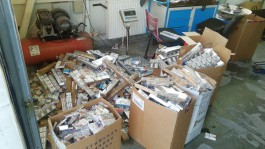 На границе Калининградской области задержали два «Мерседеса» с 16 тысячами пачек сигарет