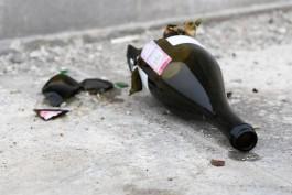 УМВД: Калининградец бросил бутылку на машину женщины, которая забирала ребёнка из детсада