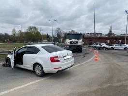 На Северном обходе столкнулись легковушка и грузовик: пострадали три человека