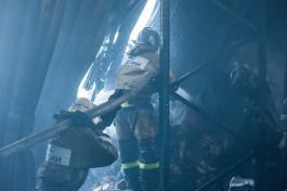 На Ленинском проспекте в Калининграде спасатели эвакуировали 18 человек из-за пожара в квартире