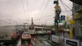 На площади Победы в Калининграде столкнулись два автобуса