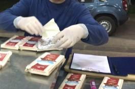 Россиянин пытался ввезти в регион из Литвы 2 кг гашиша под видом шоколада