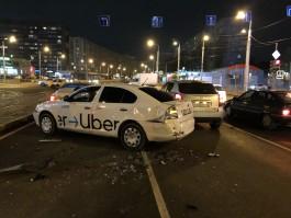 Очевидцы: В Калининграде «Гелендваген» протаранил три автомобиля такси