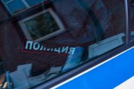 УМВД: В Калининграде мужчина похитил со двора дома микроавтобус и застрял на нём в грязи