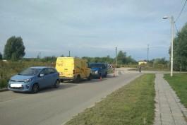 На улице Громовой в Калининграде пьяный водитель БМВ врезался в два припаркованных автомобиля