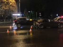 В Калининграде «Киа» врезалась в «Мерседес»: пострадала 24-летняя девушка