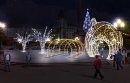 «Всё по-новому»: площадь Победы в Калининграде начали украшать к праздникам