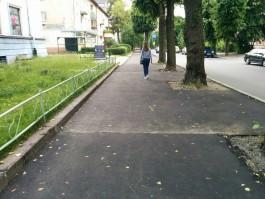 Почему крошится свежий асфальт на улице Леонова?