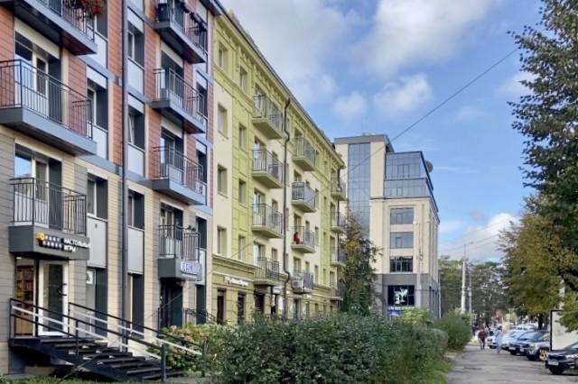 В центре Калининграда отвалилась часть фасада отремонтированного дома